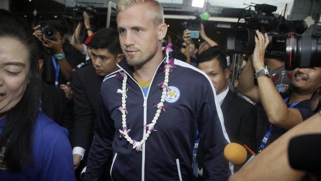 Fuchs und Leicester lassen sich in Bangkok feiern (Bild: Copyright 2016 The Associated Press. All rights reserved. This m)