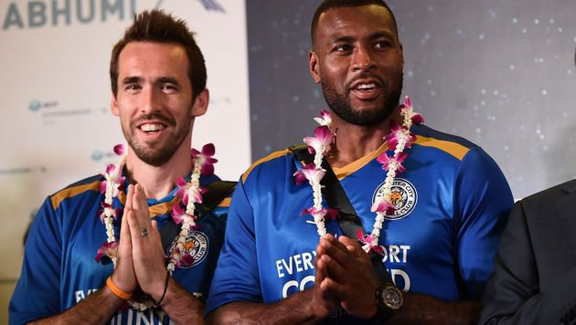 Fuchs und Leicester lassen sich in Bangkok feiern (Bild: AP)