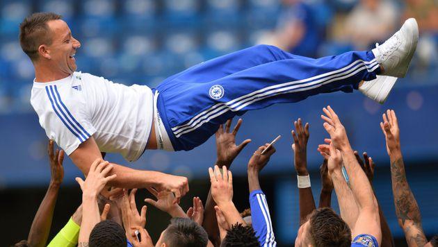 John Terry hängt noch ein Jahr bei Chelsea dran (Bild: APA/AFP/GLYN KIRK)