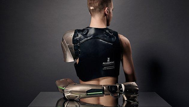 Hightech-Arm enthält Handylader und Drohne (Bild: thealternativelimbproject.com/Omkaar Kotedia)