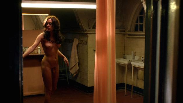 """Sevigny nackt mit Penis-Prosthese in der Serie """"Hit and Miss"""" (Bild: Viennareport)"""