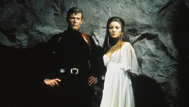 """""""Leben und sterben lassen"""" mit James Bond Roger Moore und Bondgirl Jane Seymour (1973) (Bild: Hollywood Picture Press/face to)"""