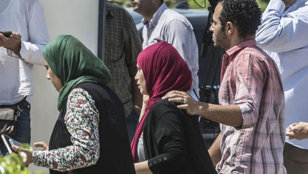 Angehörige der Absturzopfer warten in Kairo weiterhin auf genauere Informationen zu dem Drama. (Bild: APA/AFP/Khaled Desouki)