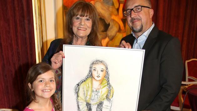 Larot mit krone.at-Chefredakteur Richard Schmitt und dessen Tochter Alma, die gezeichnet wurde. (Bild: Kristian Bissuti)