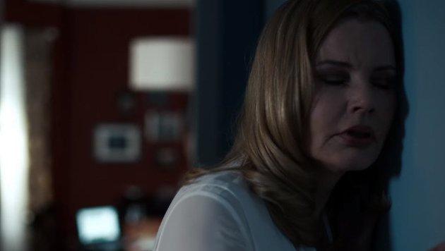 Die Mutter ist überzeugt von der dämonischen Präsenz in ihrem Haus. (Bild: YouTube.com / FOX)