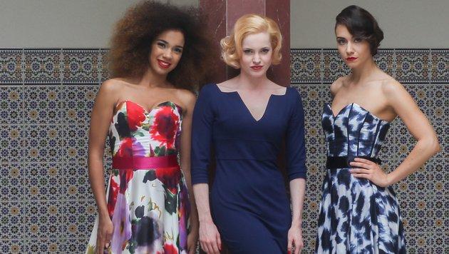 """Designerin Irina Hofer mit Allegra Bell, Vize-""""Miss Styria"""" und Kimberly Budinsky, """"Miss Vienna"""" (Bild: Pressefoto Scharinger © Daniel Scharinger)"""