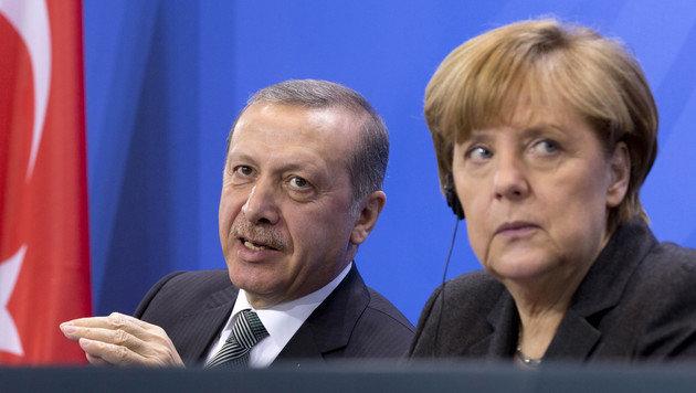 Pr�sident Erdogan ist f�r Kanzlerin Merkel ein schwieriger Partner. (Bild: ASSOCIATED PRESS)