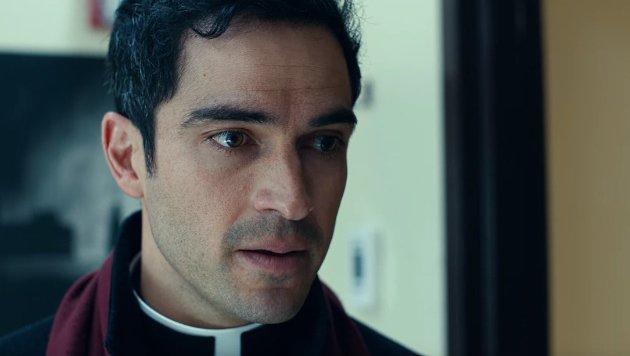 Alfonso Herrera ist Priester Tomas Ortega: Er soll gegen das Böse antreten. (Bild: YouTube.com / FOX)