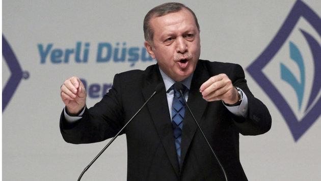 Erdogans Immunitätsaufhebungs-Vorstoß wurde vom Parlament abgesegnet. (Bild: ASSOCIATED PRESS)