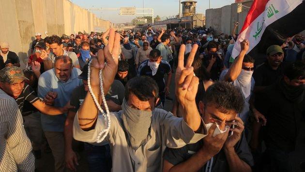 Irak: Demonstranten stürmen Büro des Premiers (Bild: AFP)
