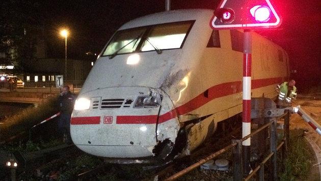 Bus kollidiert in Schweiz mit ICE: 17 Verletzte (Bild: Kantonspolizei Bern)
