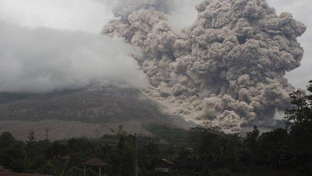 Drei Tote bei Vulkanausbruch in Indonesien (Bild: APA/AFP/Albert Damanik)