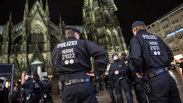 Polizei plant Schutzzone mit Zäunen für Kölner Dom (Bild: APA/dpa/Maja Hitij)