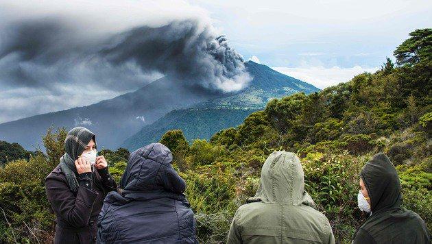Der Vulkan Turrialba speit Rauch und Asche. (Bild: APA/AFP/Ezequiel Becerra)