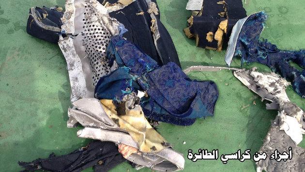 Teile eines Sitzes aus der Unglücksmaschine (Bild: ASSOCIATED PRESS)