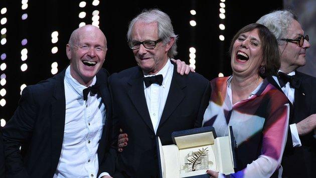 Ken Loach (Mitte) mitPaul Laverty (links) und Rebecca O'Brie (Bild: AFP)