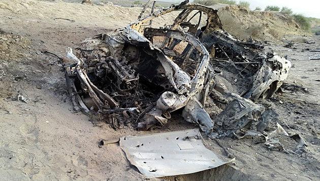 Der komplett ausgebrannte Toyota Corolla, in dem Mansur ums Leben kam. (Bild: Associated Press)