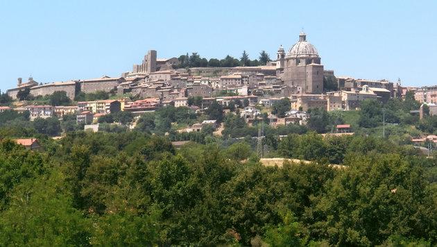 Panoramaansicht von Montefiascone (Bild: Wikipedia/Hans Peter Schaefer (CC BY-SA 3.0))