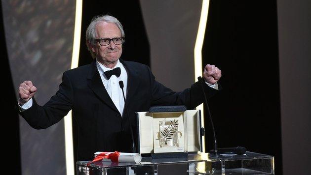 """Ken Loach freut sich über die Goldene Palme für seinen Film """"I, Daniel Blake"""". (Bild: AFP or licensors)"""