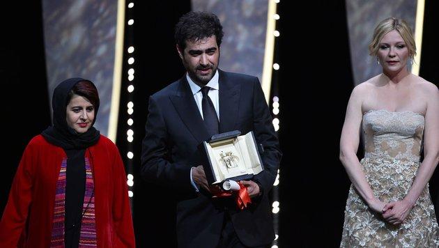 Der Iraner Shahab Hosseini mit den Jury-Mitgliedern Katayoon Shahabi und Kirsten Dunst (Bild: AFP)