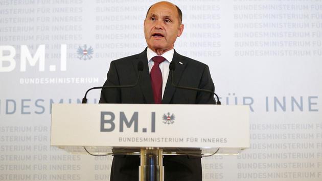 Innenminister Sobotka verkündet das Ergebnis (Bild: APA/Georg Hochmuth)