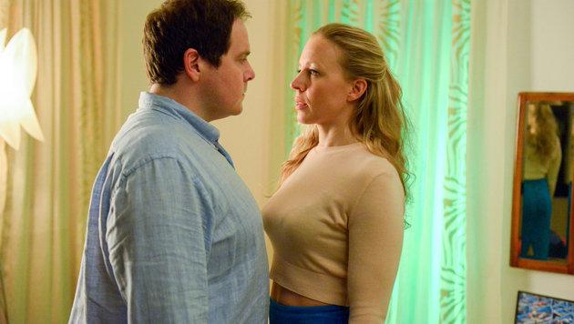 Zwischen Nicoletta (Nina Proll) und Jörg (Thomas Mraz) ist Freundschaft entstanden. (Bild: ORF)