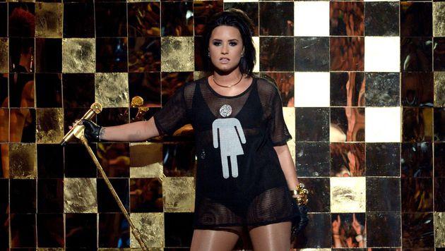 Demi Lovato setzte mit ihrem Outfit ein Statement. (Bild: APA/AFP/GETTY IMAGES/KEVIN WINTER)