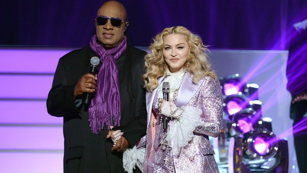 Stevie Wonder und Madonna zollten Prince Tribut. (Bild: APA/AFP/GETTY IMAGES/KEVIN WINTER)