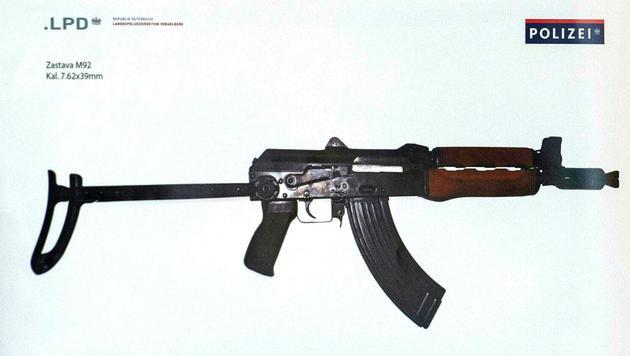Mit dieser Waffe schoss der Täter in die Menge. (Bild: APA/REPRO/DIETMAR STIPLOVSEK)