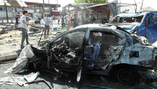 Mit diesem Auto jagte sich ein Attent�ter in Jableh in die Luft. (Bild: APA/AFP/Stringer)