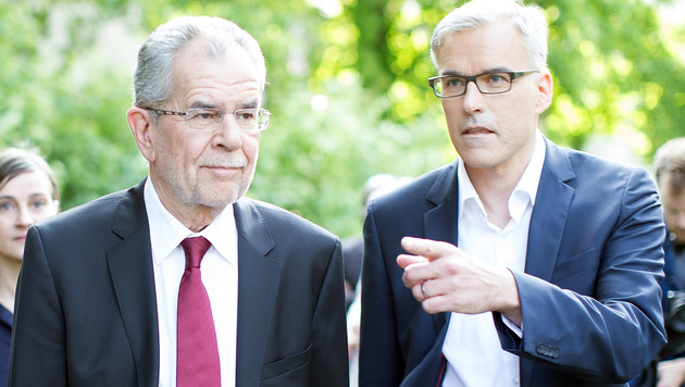 Alexander Van der Bellen und Wahlkampfleiter Lothar Lockl (Bild: APA/GEORG HOCHMUTH)