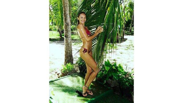 Model Candice Swanepoel unter der Dusche (Bild: Viennareport)