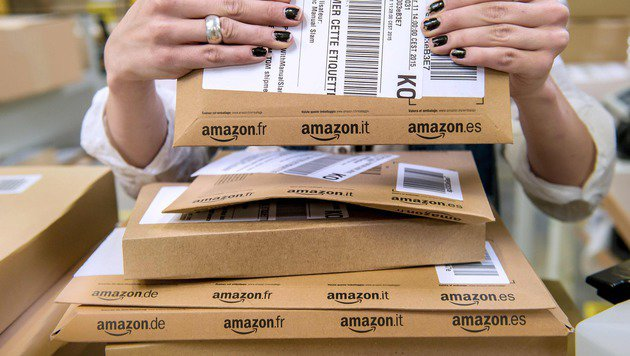 4 Pakete retourniert: Amazon droht mit Kontosperre (Bild: APA/AFP/PHILIPPE HUGUEN)