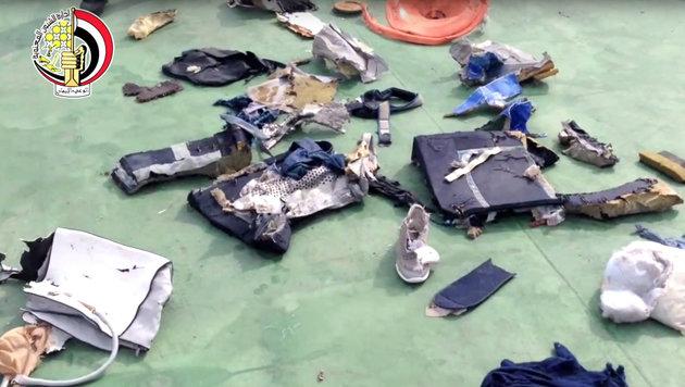 Wrackteile und Gegenstände aus dem Inneren des EgyptAir-Airbus (Bild: ASSOCIATED PRESS)