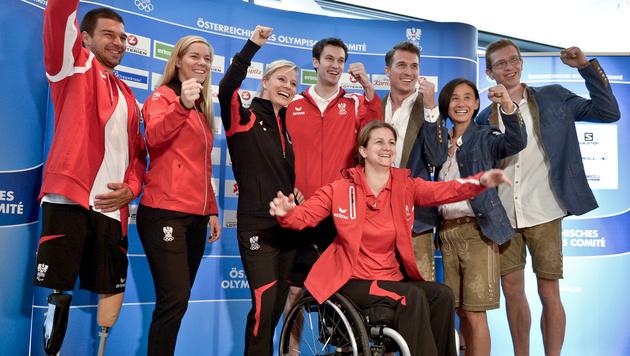 ÖOC-Sportler in Lederhosen nach Rio (Bild: APA/HERBERT NEUBAUER)