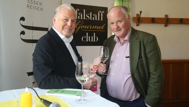 """Stv. """"Krone""""-Chefredakteur Georg Wailand mit Falstaff-Herausgeber Wolfgang Rosam (Bild: KRISTIAN BISSUTI)"""