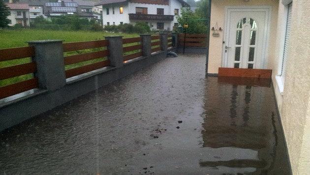 Bei Starkregen wird das Haus von Thomas Hüttner aus Gmunden (OÖ) immer wieder überschwemmt. (Bild: Thomas Hüttner)