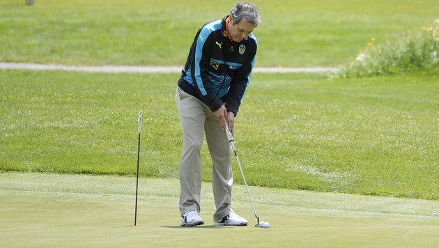 Witzig! Marko Arnautovic versucht sich als Golfer (Bild: APA/ROBERT JAEGER)