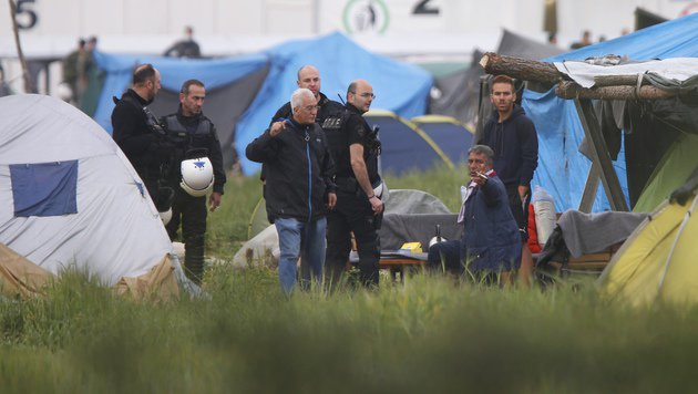 Chaos-Camp Idomeni: Polizei begann Räumung (Bild: Associated Press)
