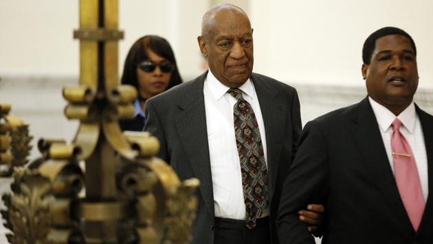 Bill Cosby auf dem Weg zum Gericht. (Bild: Associated Press)