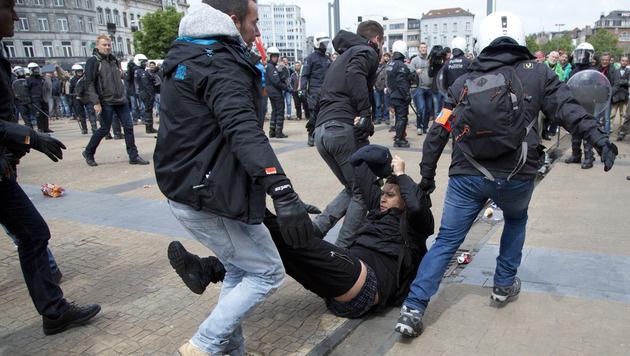 Brüssel: Ausschreitungen bei Gewerkschaftsdemo (Bild: AP)