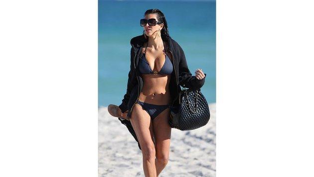 Kim Kardashian weiß wie Strand-Chic geht. (Bild: Viennareport)