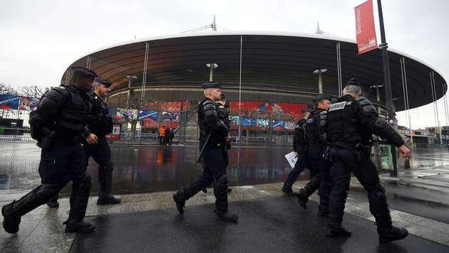 FRA-Innenminister versprach über 70.000 Polizisten (Bild: APA/AFP/FRANCK FIFE)