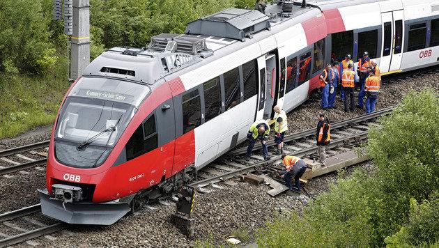 Westbahnstrecke wieder uneingeschränkt befahrbar (Bild: APA/MANFRED FESL)