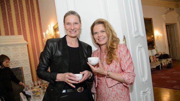 Sibylle Schön (li.) und Stephanie Fürstenberg (Bild: RGE Muldimedia Production)