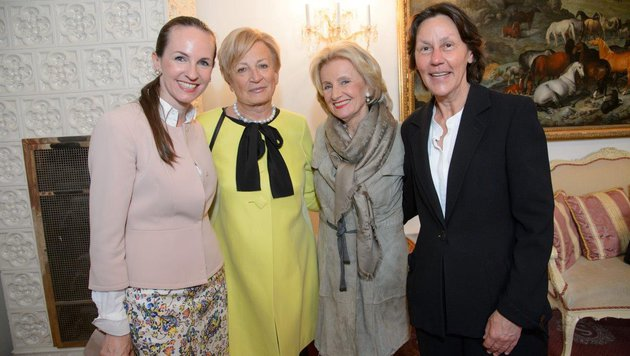 Elisabeth Gürtler (2.v.r.) mit Maria Großbauer, Rotraut Konrad & Eva Angyan (v.l.n.r.) (Bild: RGE Muldimedia Production)