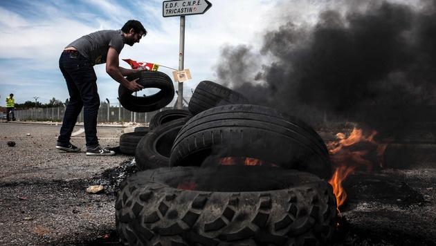 Protest auch vor dem AKW Tricastin im Süden Frankreichs (Bild: APA/AFP/Jeff Pachoud)