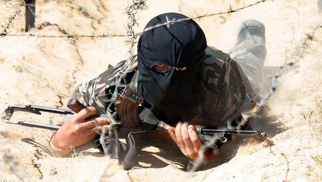 Kämpfer in einem Terrorcamp (Bild: AFP/SAID KHATIB)