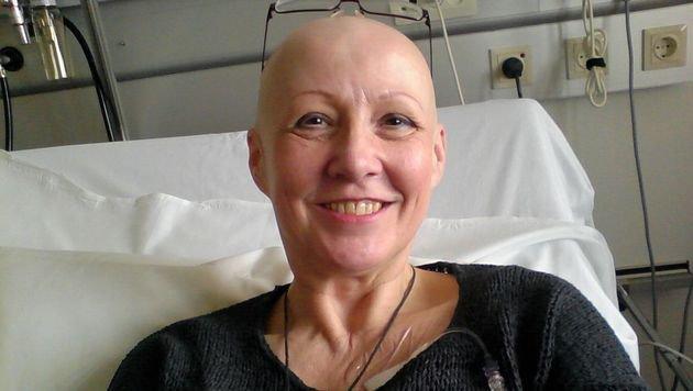 Karin S. bei einer früheren Chemotherapie