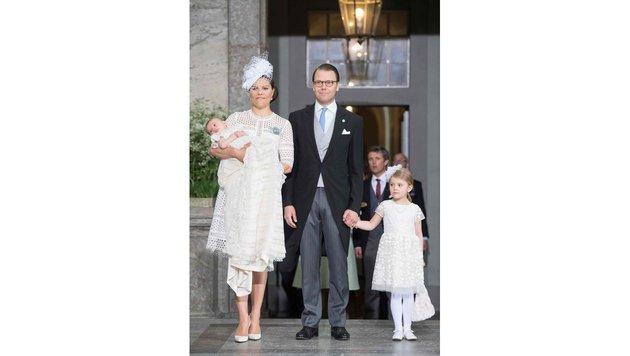 Kronprinzessin Victoria, Prinz Oscar, Prinzessin Estelle und Prinz Daniel vor der Taufzeremonie. (Bild: AFP)